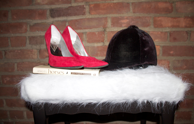 DIY faux sheepskin stool (via www.horsesandheels.com)