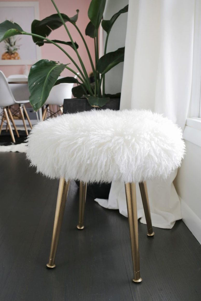 DIY faux fur stool of a round wooden board (via abeautifulmess.com)