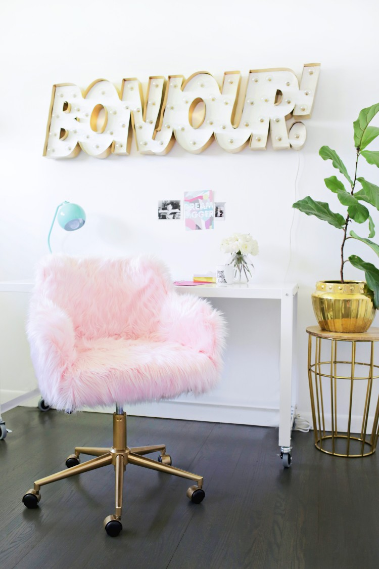 DIY pink faux fur office chair (via www.shelterness.com)
