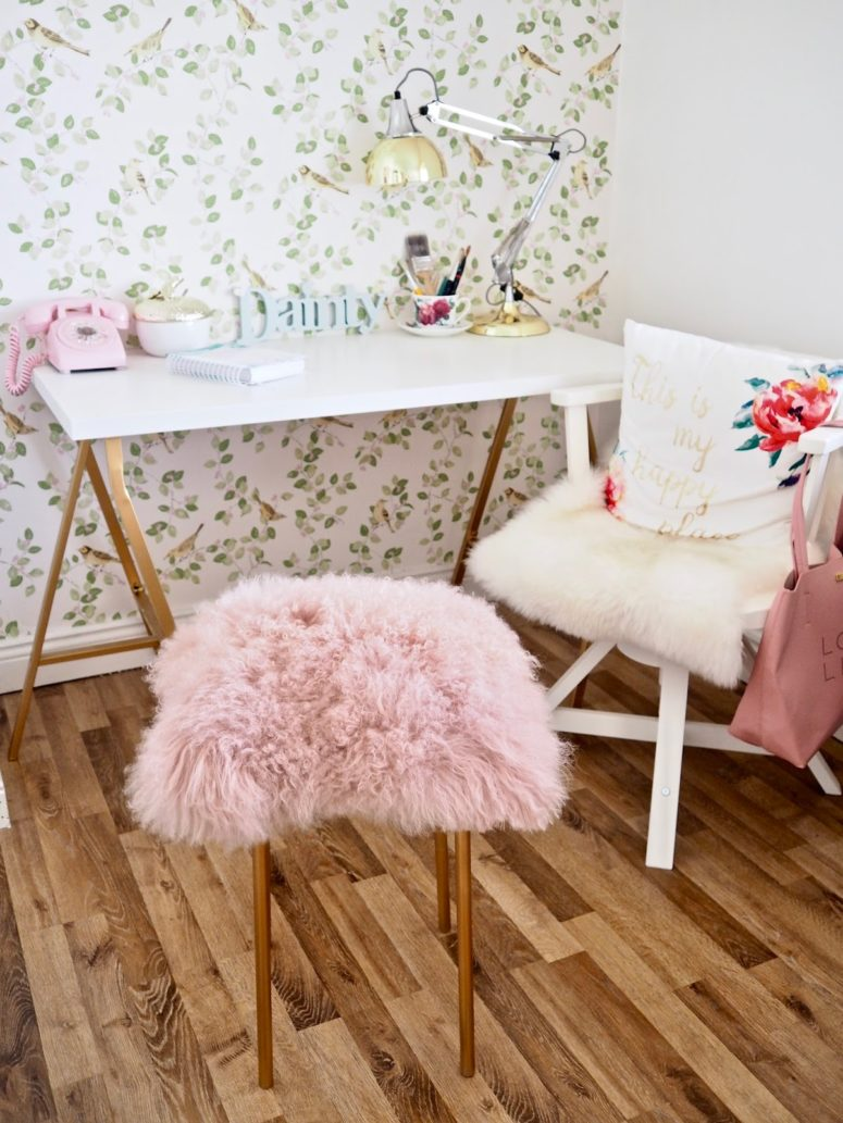 DIY IKEA hack faux fur stool (via www.daintydressdiaries.com)