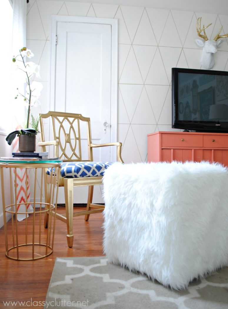 DIY faux fur ottoman (via www.classyclutter.net)
