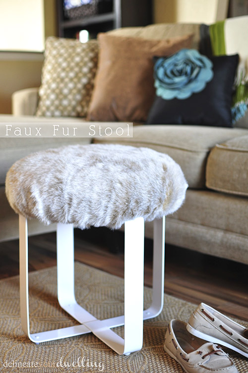 DIY faux fur stool (via www.delineateyourdwelling.com)