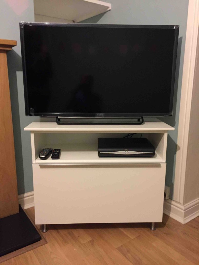 DIY Metod cabinet into an IKEA TV stand (via www.ikeahackers.net)
