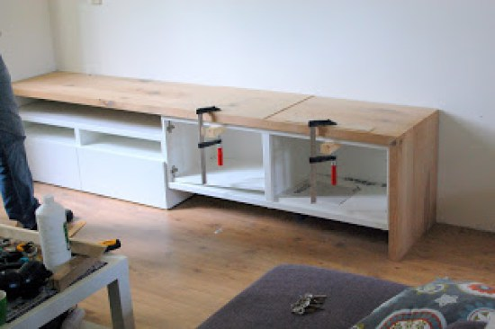 DIY Besta TV stand with a seating solution (via www.ikeahackers.net)