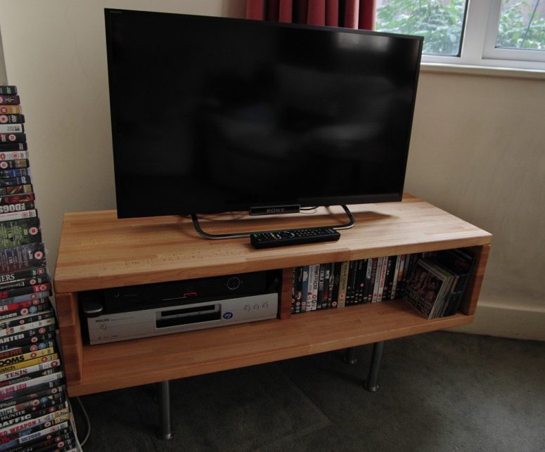 DIY TV stand of IKEA Lagan and Capita (via www.ikeahackers.net)