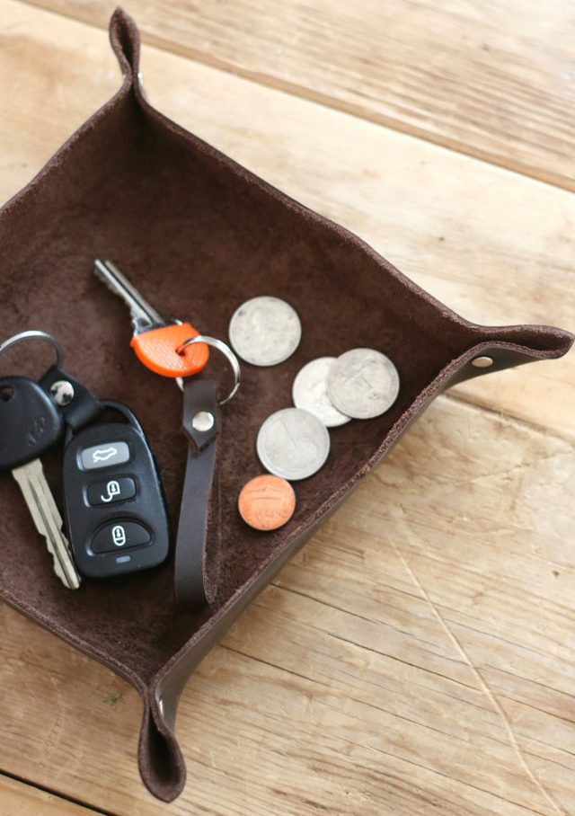 DIY manly catchall tray (via www.ehow.com)