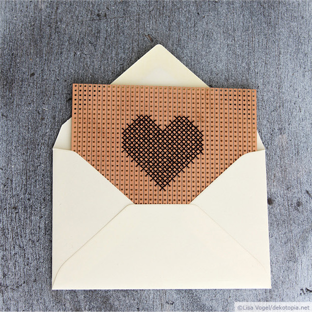 DIY embroidered heart on breadboard card (via www.dekotopia.net)