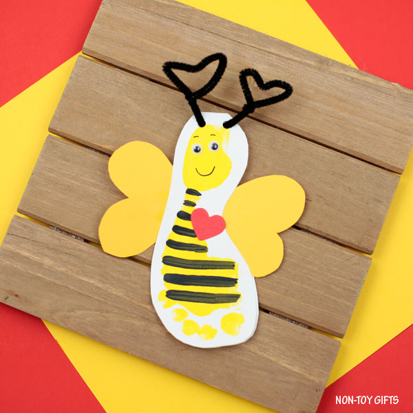 DIY Valentine's Day footprint bee card (via nontoygifts.com)
