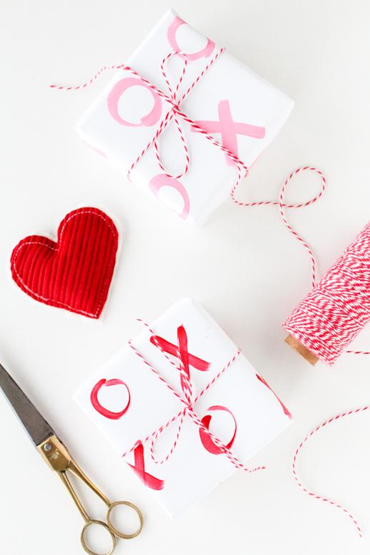 DIY XO paper gift wrap (via sugarandcloth.com)