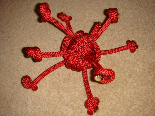 DIY rope knot dog toy (via www.instructables.com)