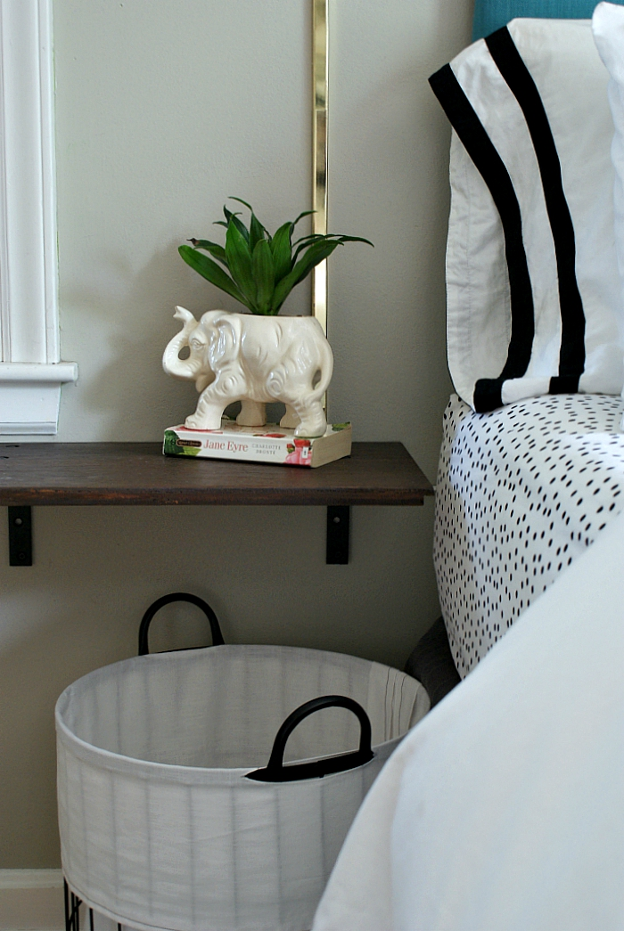 DIY floating nightstand of a cabinet door (via www.urbanacreage.com)