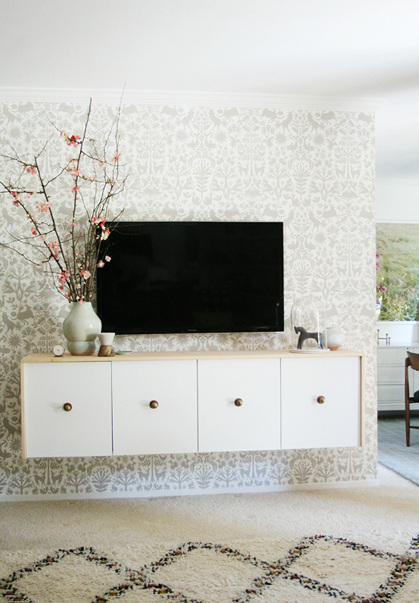 DIY long floating credenza (via littlegreennotebook.com)