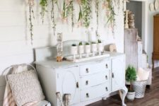 09 mugs with spring bulbs and an old ladder with blooms hanging down for a romantic feel