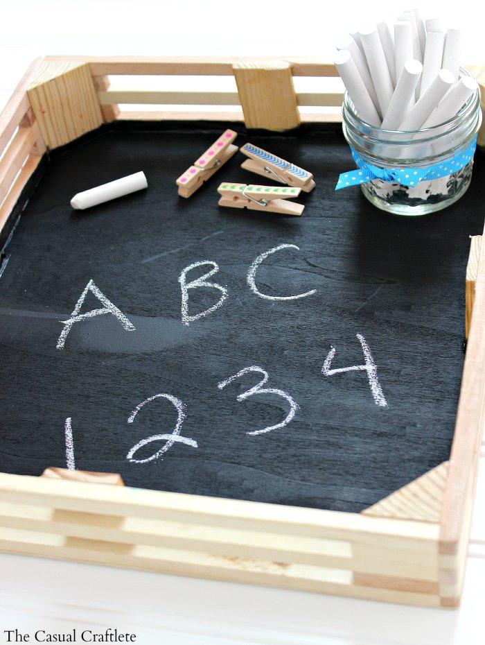 DIY chalkboard tray (via www.thecasualcraftlete.com)