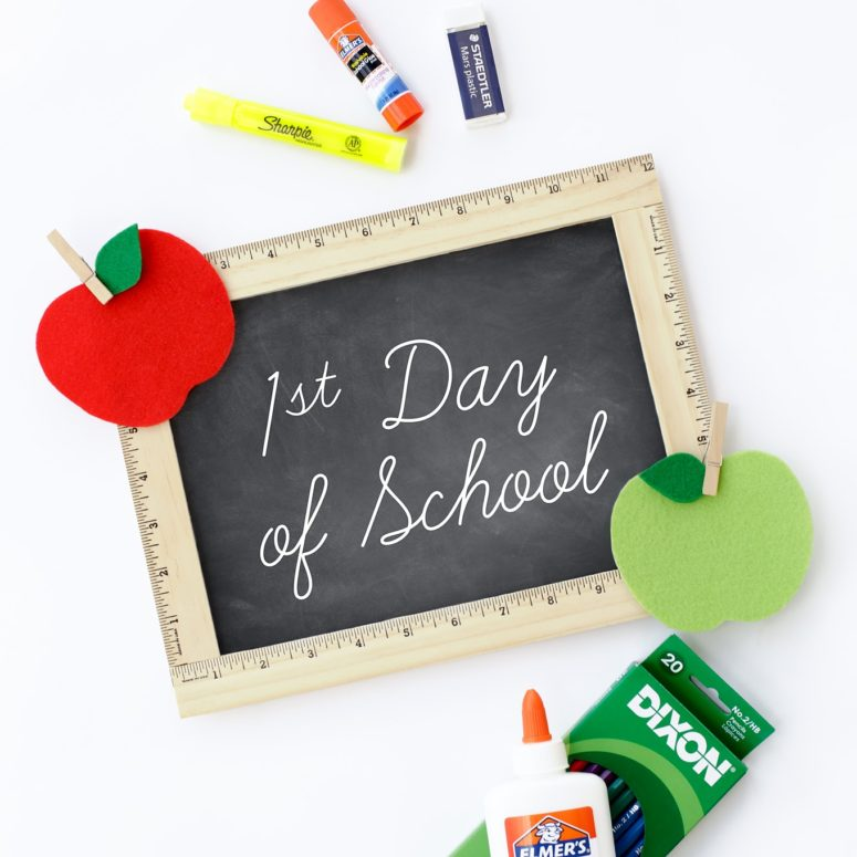 DIY first day of school sign (via www.firefliesandmudpies.com)