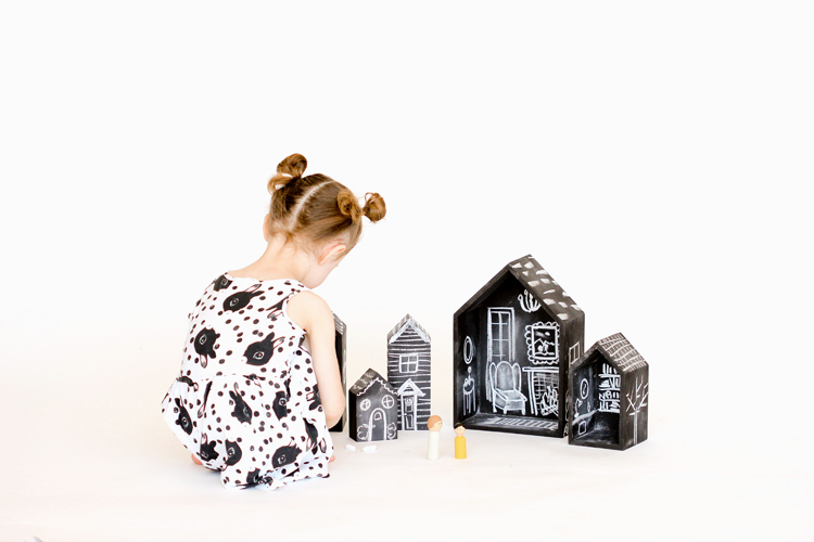 DIY chalkboard dollhouse (via www.deliacreates.com)