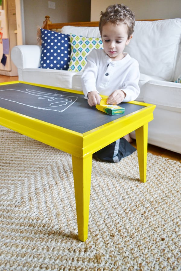 DIY chalkboard coffee table (via www.burlapandblue.com)