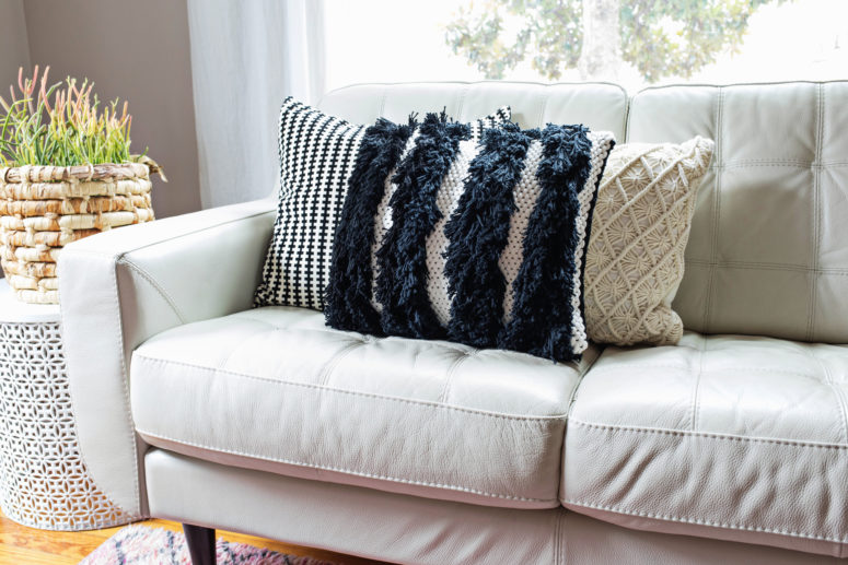 DIY black and white woven pillow with fringe (via abeautifulmess.com)