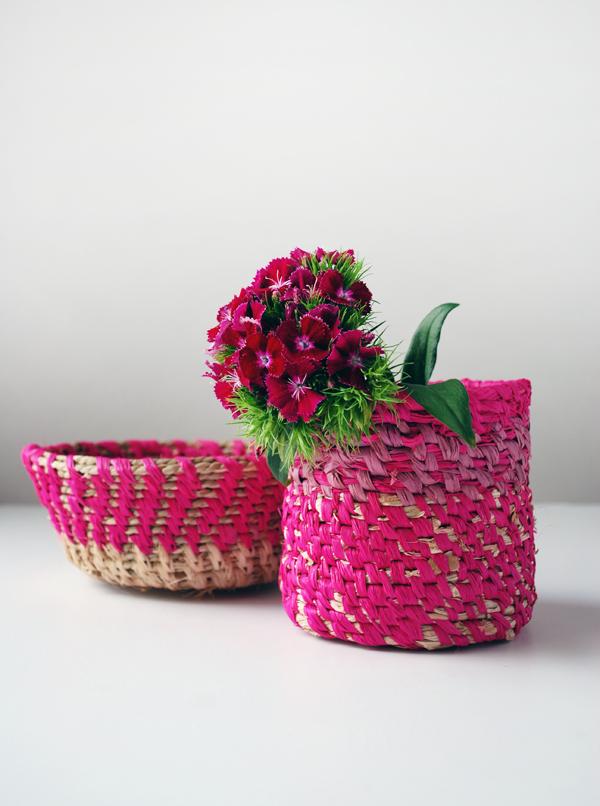 DIY colorful woven raffia basket (via www.we-are-scout.com)
