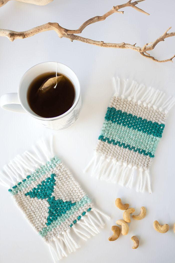 DIY patterned woven coasters (via aprettyfix.com)
