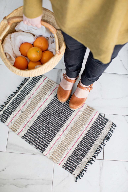 DIY woven jute mats (via abeautifulmess.com)
