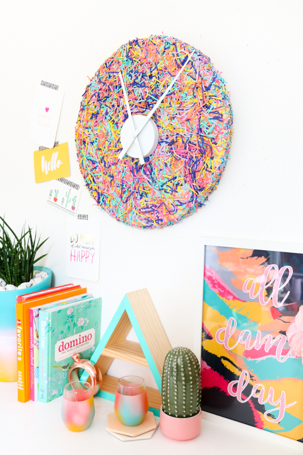 DIY colorful confetti clock (via akailochiclife.com)