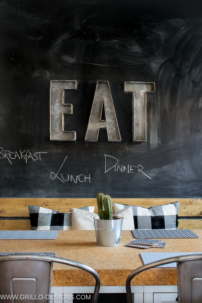DIY chalkboard wall in the dining zone (via grillo-designs.com)