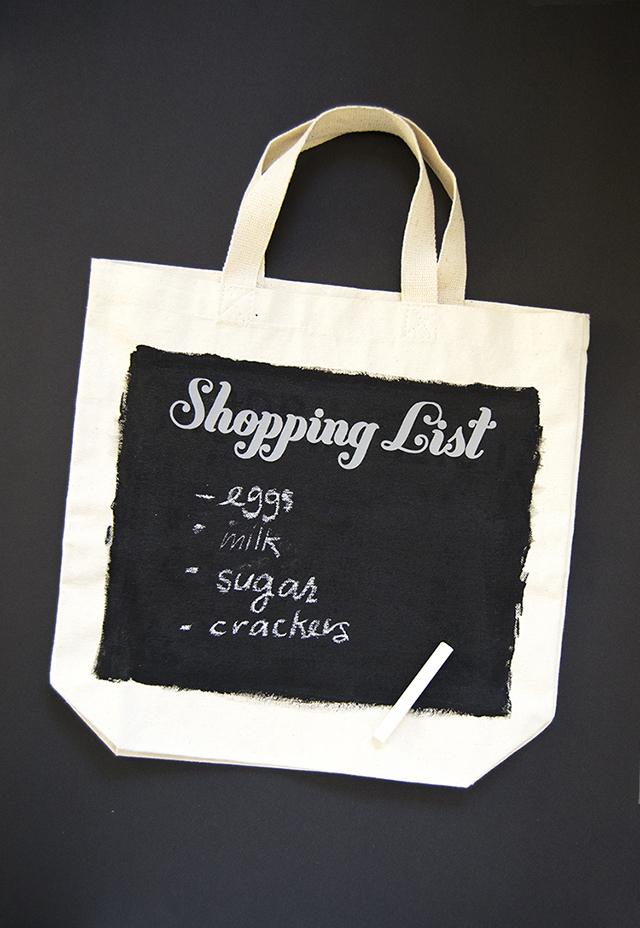 DIY chalkboard grocery tote (via mintedstrawberry.blogspot.ru)