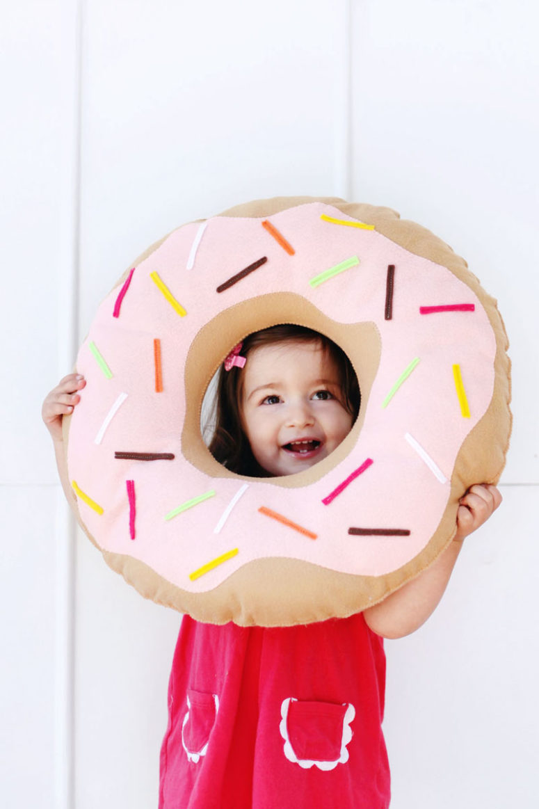 DIY colorful felt donut pillow (via abeautifulmess.com)