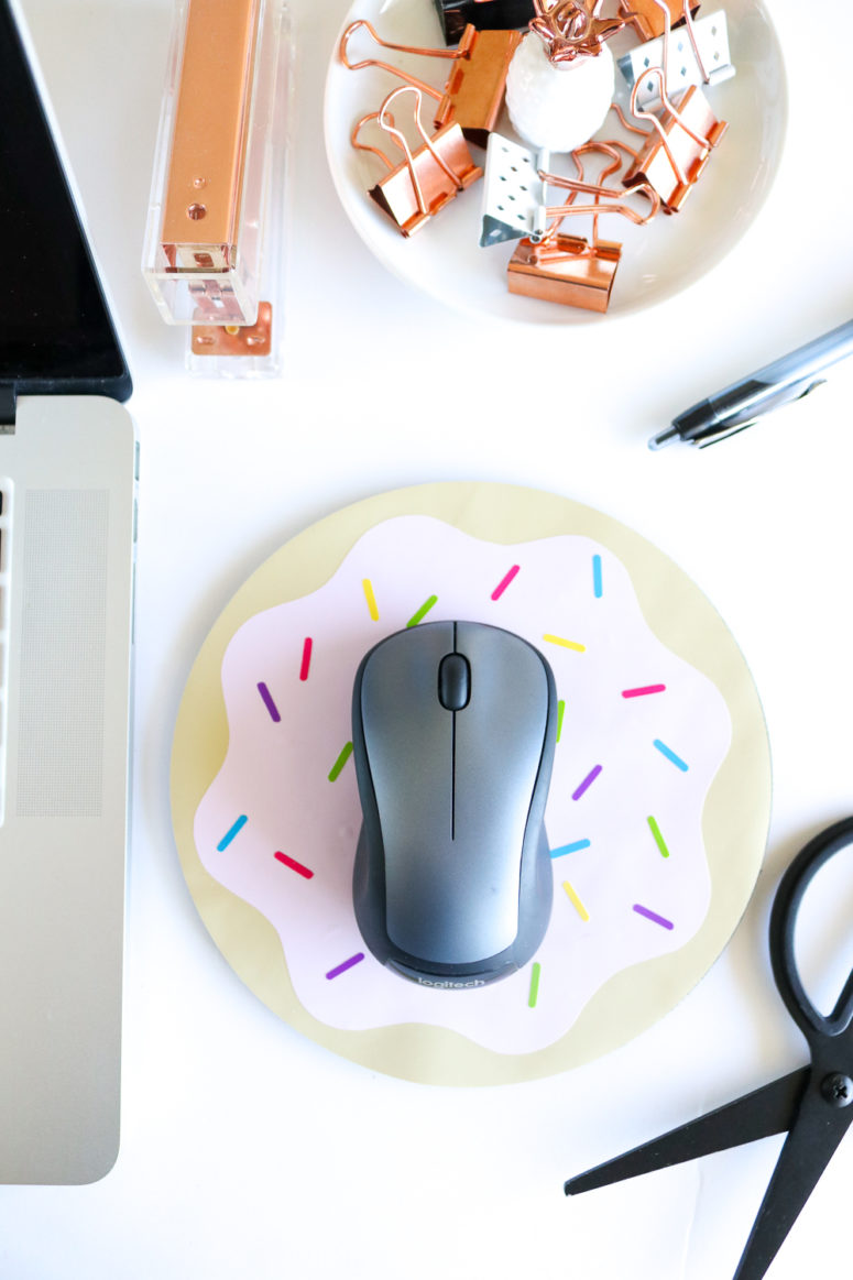 DIY donut mousepad with vinyl (via clubcrafted.com)
