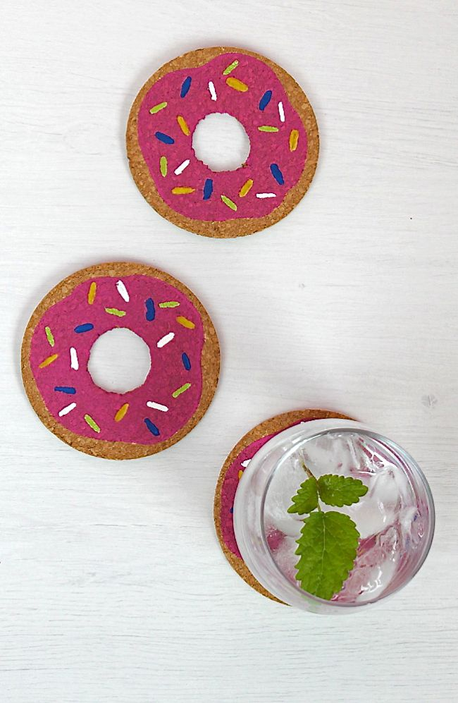 DIY donut cork coasters (via helloglow.co)