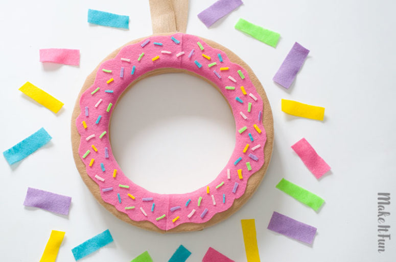 DIY donut wreath piece (via www.craftsbycourtney.com)