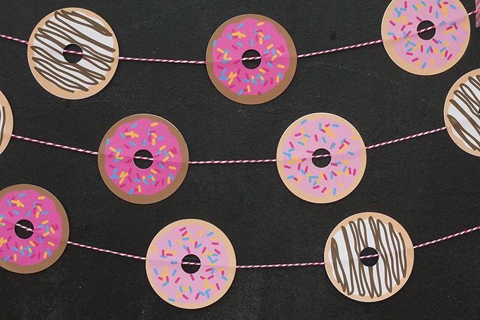 DIY colorful donut garland (via blog.onlinelabels.com)