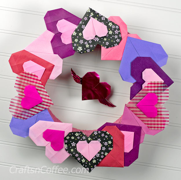 DIY origami heart wreath for Valentine's Day (via craftsncoffee.com)