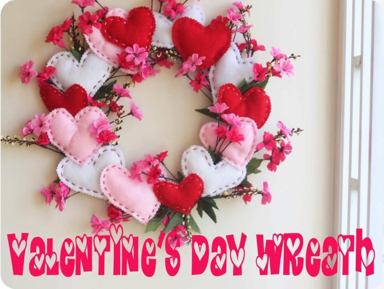 DIY red and pink felt heart Valentine wreath (via lifesewsavory.com)