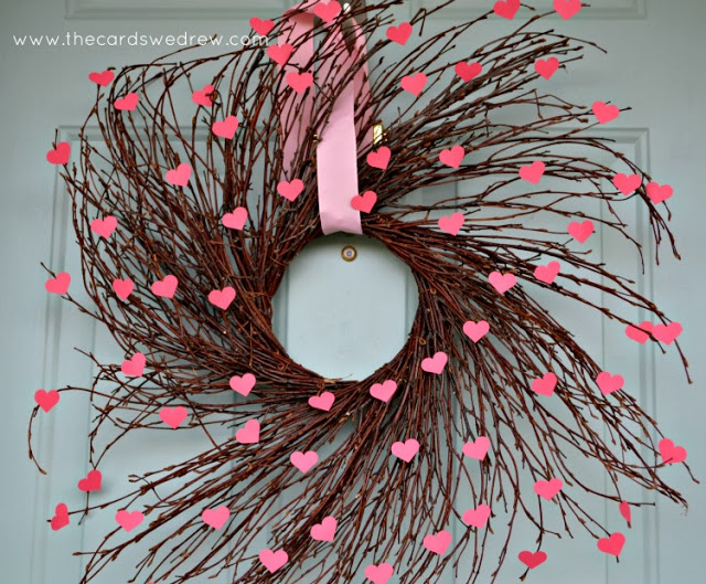 DIY Valentine's Day willow wreath with hearts (via thecardswedrew.com)