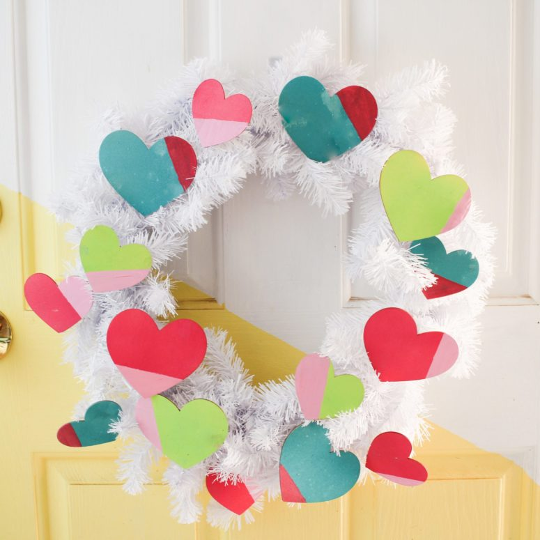 DIY Valentine's Day wreath with painted wooden hearts (via craftandtell.com)