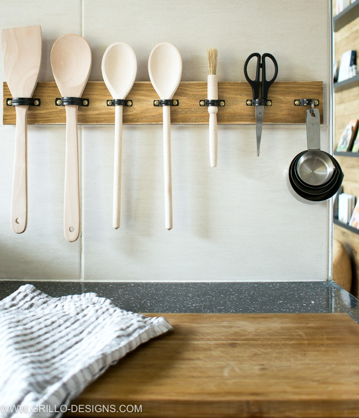 Superieur DIY Wooden Utensil Rack With Holders (via Grillo Designs.com)
