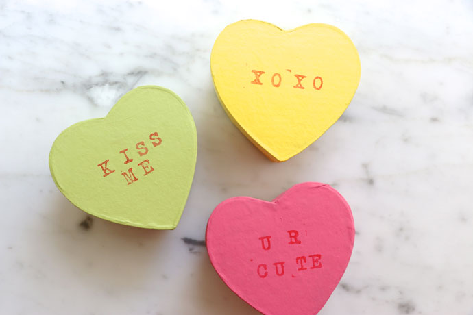 DIY conversation heart boxes for kids Valentine parties (via mypoppet.com.au)
