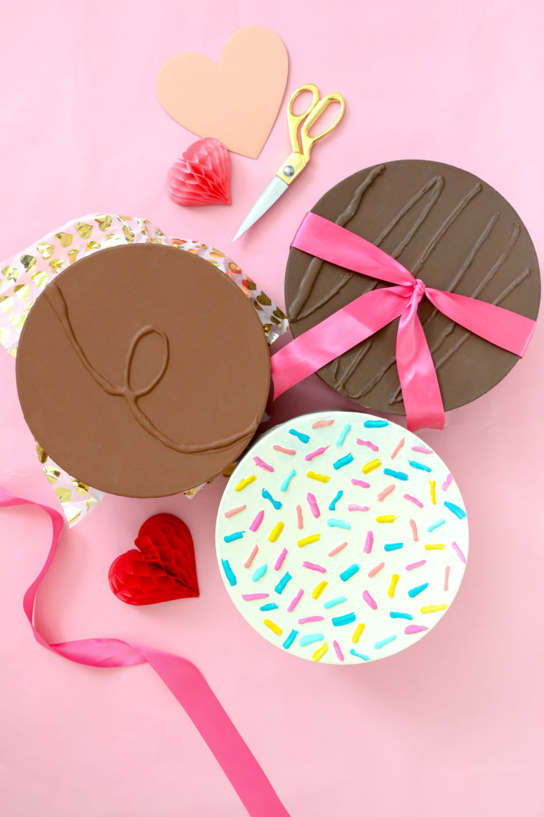 DIY giant chocolate boxes for Valentine's Day (via lovelyindeed.com)