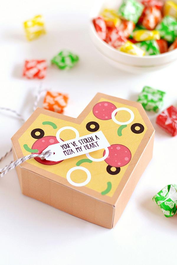 DIY printable heart pizza gift box