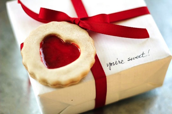 DIY faux cookie Valentine's Day gift tag (via modpodgerocksblog.com)