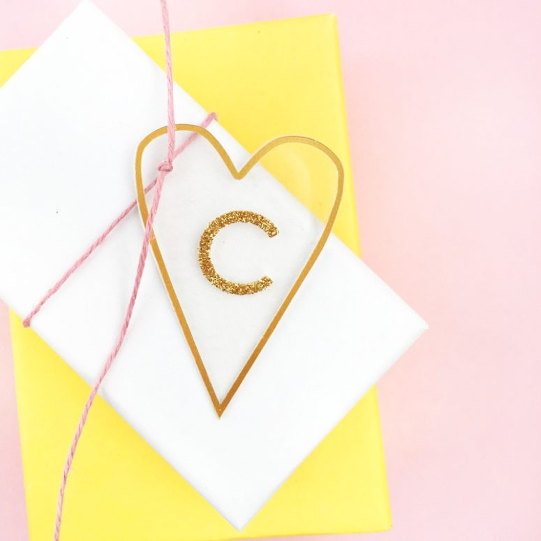 DIY minimal gold heart tags  (via maritzalisa.com)