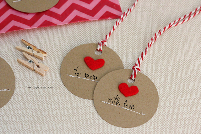 DIY felt heart gift tags (via livelaughrowe.com)