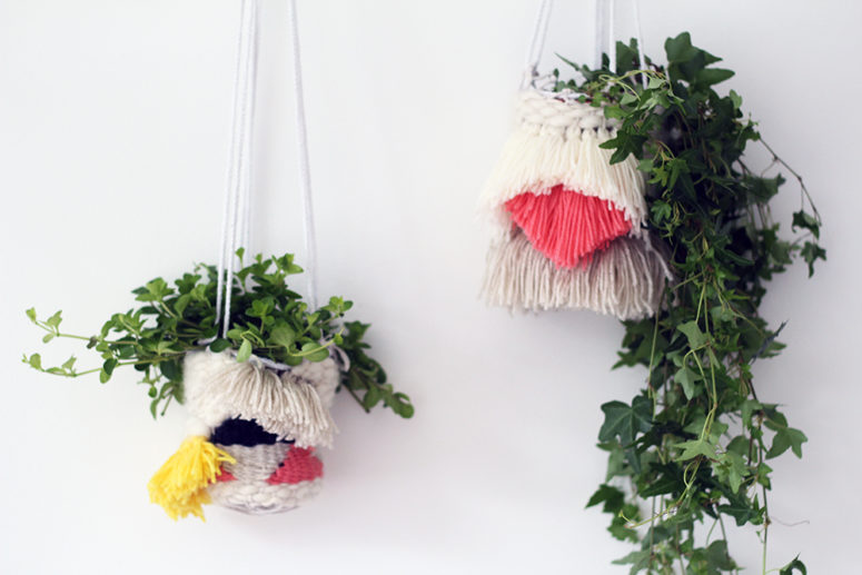 DIY woven hanging planters with fringe (via fallfordiy.com)