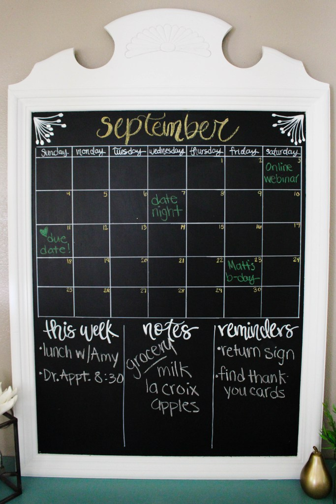 DIY vintage-styled chalkboard calendar (via withinthegrove.com)