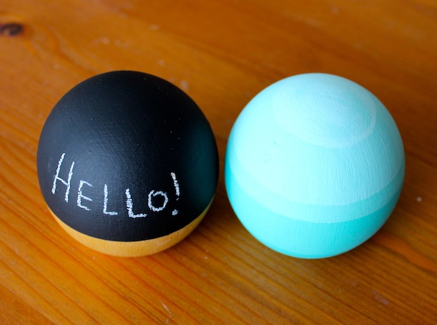 DIY chalkboard paperweights (via assembleshop.blogspot.ru)
