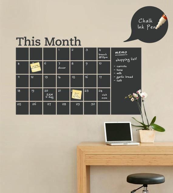 DIY large chalkboard calendar (via www.dreamgreendiy.com)