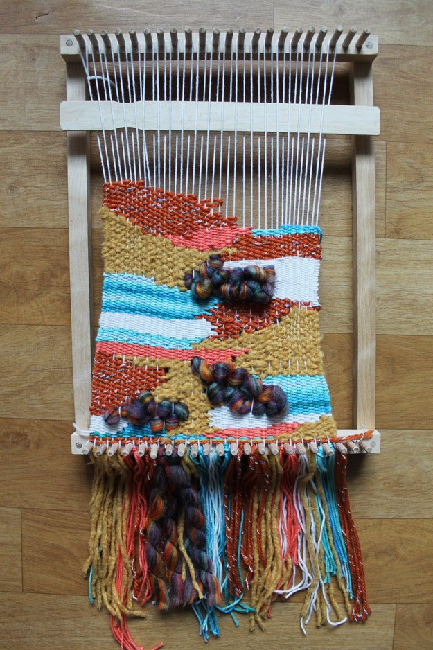 DIY loom woven wall hanging (via www.lauren-likes.com)