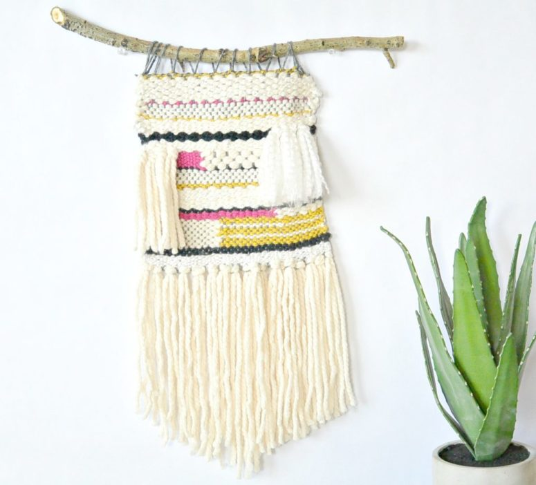 DIY lap loom woven wall hanging (via www.mamainastitch.com)